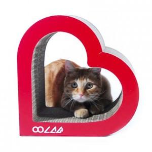 親猫の愛情を表現した爪とぎ