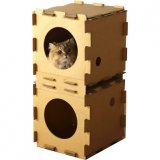 ダンボールの箱型キャットハウス