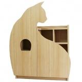 本棚とキャットタワーが一体化した愛猫家のためのインテリア