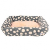 冬のお昼寝も快適な猫の水玉ベッド