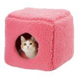 ふわふわの箱型猫ハウス