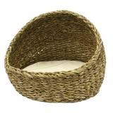 編みかごのベッドで涼しい夏を