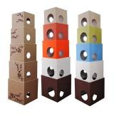 カラフルなボックス型キャットタワー