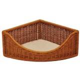 ケージのコーナーにぴったり収まる籐のベッド