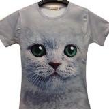 グリーンの瞳がじっと見つめる猫Tシャツ