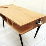 猫のためのダイニングテーブル