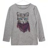 マフラーを巻いた猫のプリントTシャツ