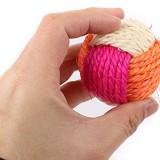 毛糸玉みたいな麻のボールのおもちゃ