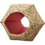 折りたたんでベッドにもなる六角形のキャットハウス