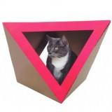 三角形の猫ハウス
