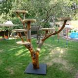 樹のかたちのキャットツリー