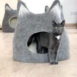 ウールフェルトの猫型猫ベッド