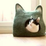 柔らかそうなウールフェルトの猫ベッド – Cat bed cat cave cat house eco-friendly handmade by AgnesFelt