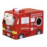 消防車のかたちのダンボール猫ハウス