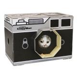 ダンボールでできたカメラの猫ハウス