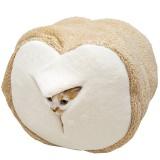 言われてみればそう見えなくもない食パン型猫ハウス