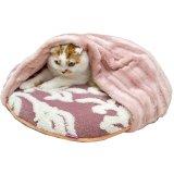 上に乗っても中に入っても便利な寝袋タイプの猫用ベッド