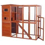 屋外でも使える大型の木製キャットハウス