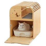 ウッドコテージのようなデザインの2階建ての猫用トイレカバー