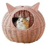 ネコ耳の付いたラタン風キャットベッド