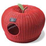 風通しが良く掃除も簡単なラタン風素材のリンゴベッド