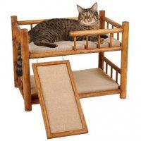 猫のための木製二段ベッド