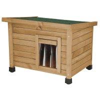 屋根でもくつろげるシンプルな木製キャットハウス