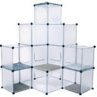透明のキューブを組み合わせるモジュール型キャットタワー